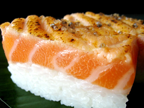 岩塩,炙り,キングサーモン,寿司